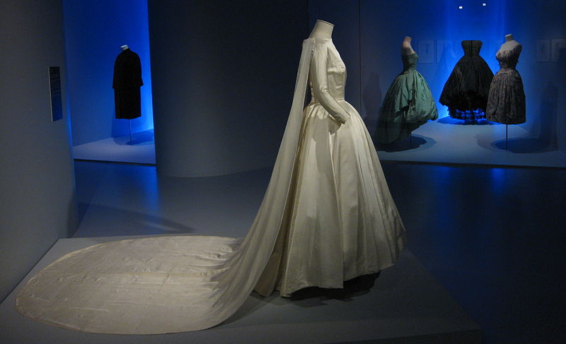 https://commons.wikimedia.org/wiki/File:Balenciaga_Museoa_exhibit_05.JPG